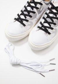 McQ Alexander McQueen - Nazouvací boty - white - 5
