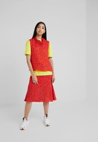 McQ Alexander McQueen - CUT UP SEAM SKIRT - A-line skjørt - blazing orange