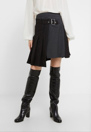 DECONSTRUCTED KILT - Gonna a campana - black/red