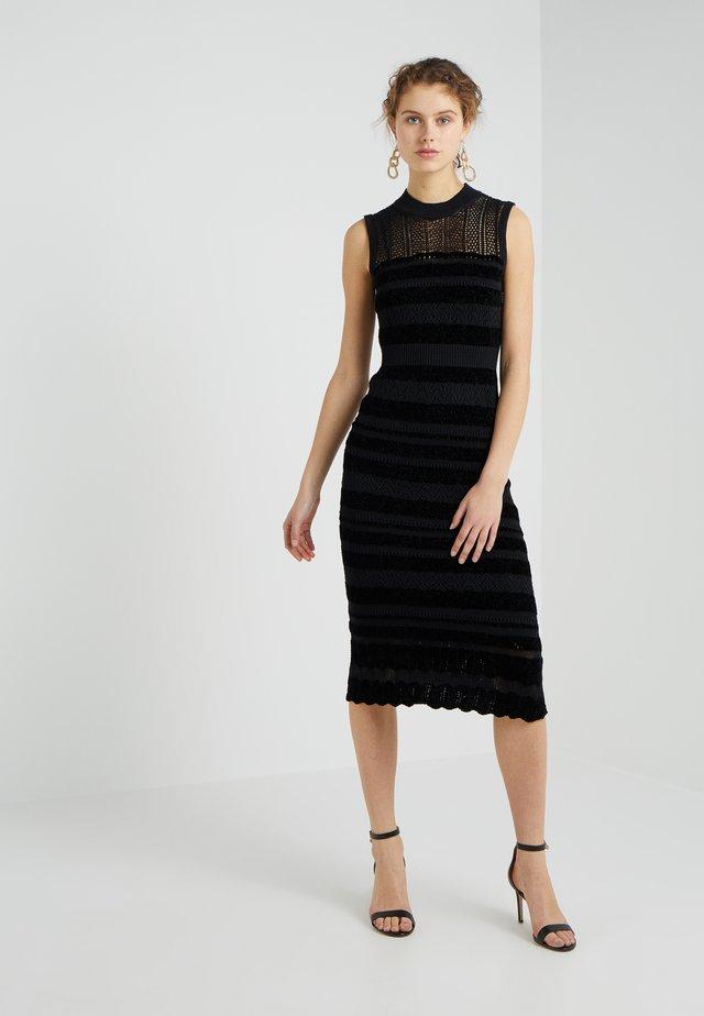 Stickad klänning - darkest black