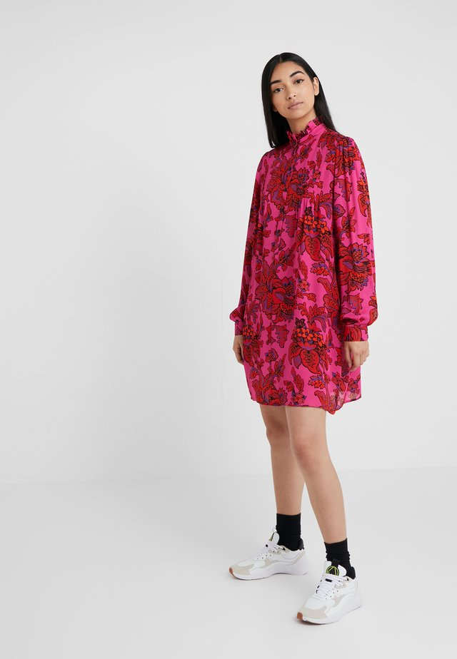 CASUAL BUTTON DRESS - Blusenkleid - fucsia