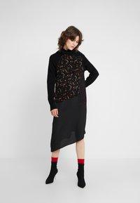 McQ Alexander McQueen - HYBRID DRESS - Sukienka dzianinowa - darkest black - 0