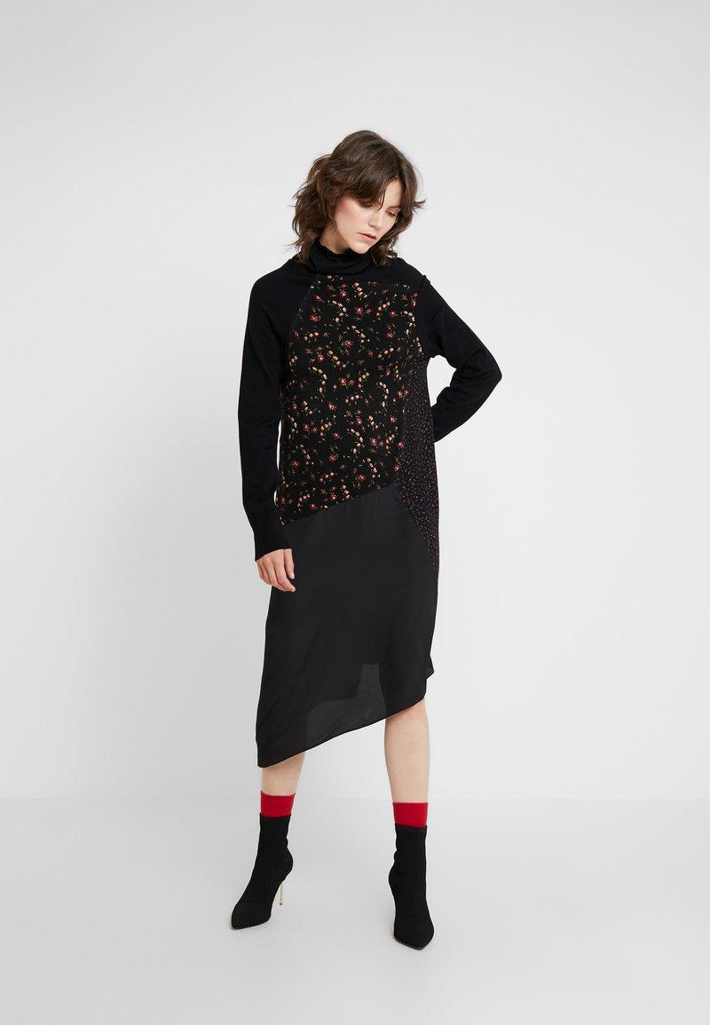 McQ Alexander McQueen - HYBRID DRESS - Sukienka dzianinowa - darkest black
