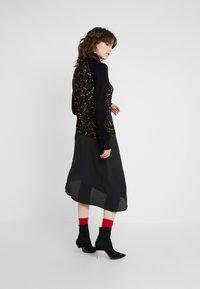 McQ Alexander McQueen - HYBRID DRESS - Sukienka dzianinowa - darkest black - 2