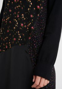McQ Alexander McQueen - HYBRID DRESS - Sukienka dzianinowa - darkest black - 3