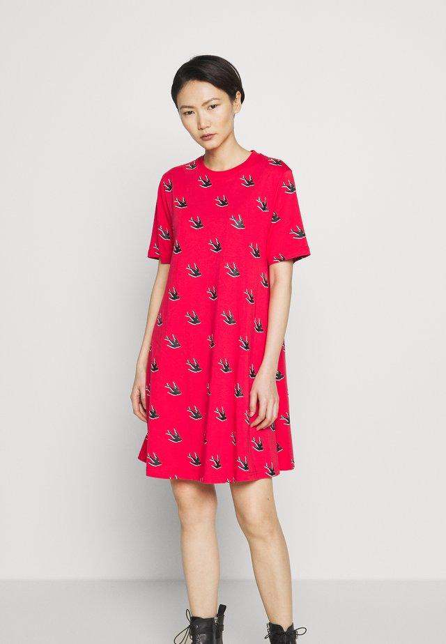 BABYDOLL DRESS - Sukienka z dżerseju - rouge