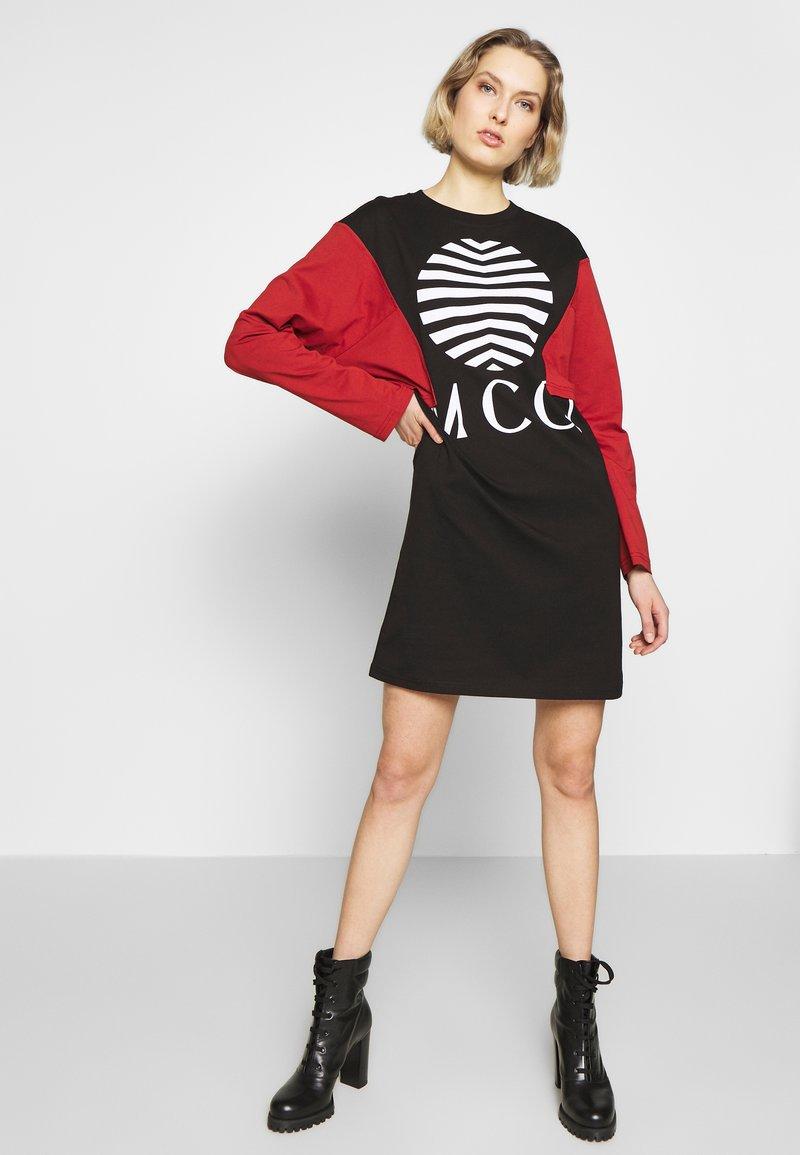 McQ Alexander McQueen - SHIZOKU - Korte jurk - darkest black/rust