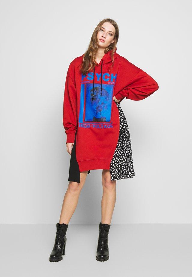 HYBRID HOODIE DRESS - Korte jurk - rust