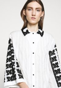 McQ Alexander McQueen - TOMOKO DRESS - Blusenkleid - white - 4