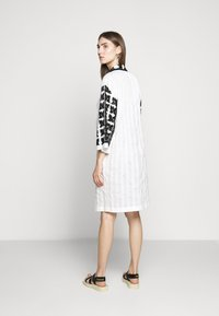 McQ Alexander McQueen - TOMOKO DRESS - Blusenkleid - white - 2