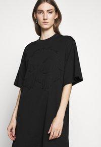 McQ Alexander McQueen - BOTAN DRESS - Žerzejové šaty - darkest black - 4