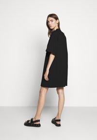 McQ Alexander McQueen - BOTAN DRESS - Žerzejové šaty - darkest black - 2