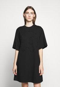 McQ Alexander McQueen - BOTAN DRESS - Žerzejové šaty - darkest black - 0
