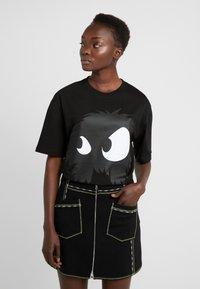 McQ Alexander McQueen - BOYFRIEND TEE - T-shirt z nadrukiem - darkest black - 0