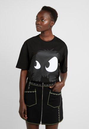 BOYFRIEND TEE - Printtipaita - darkest black
