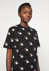 McQ Alexander McQueen - BAND - T-shirts print - black - 4