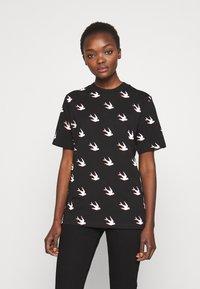 McQ Alexander McQueen - BAND - T-shirts print - black - 0