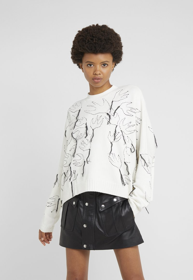 McQ Alexander McQueen - SWALLOW CREW NECK - Strickpullover - ivory/darkest black