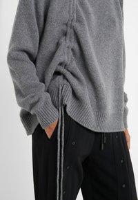 McQ Alexander McQueen - DRAWSTRING - Sweter - grey - 5