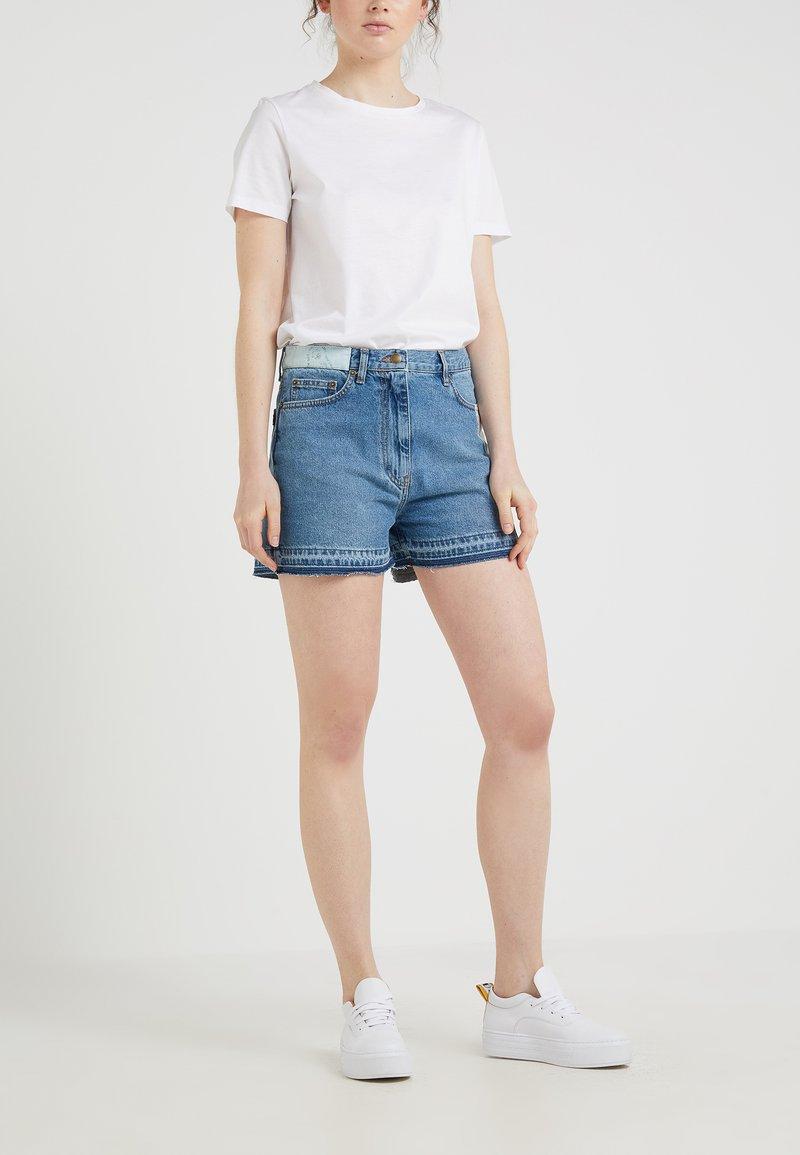 McQ Alexander McQueen - CALI PATCHED - Shorts di jeans - california blue