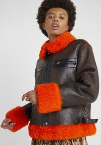 McQ Alexander McQueen - CROPPED FLIGHT  - Leren jas - orange/black - 3