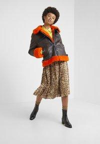 McQ Alexander McQueen - CROPPED FLIGHT  - Leren jas - orange/black - 1