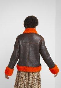 McQ Alexander McQueen - CROPPED FLIGHT  - Leren jas - orange/black - 2