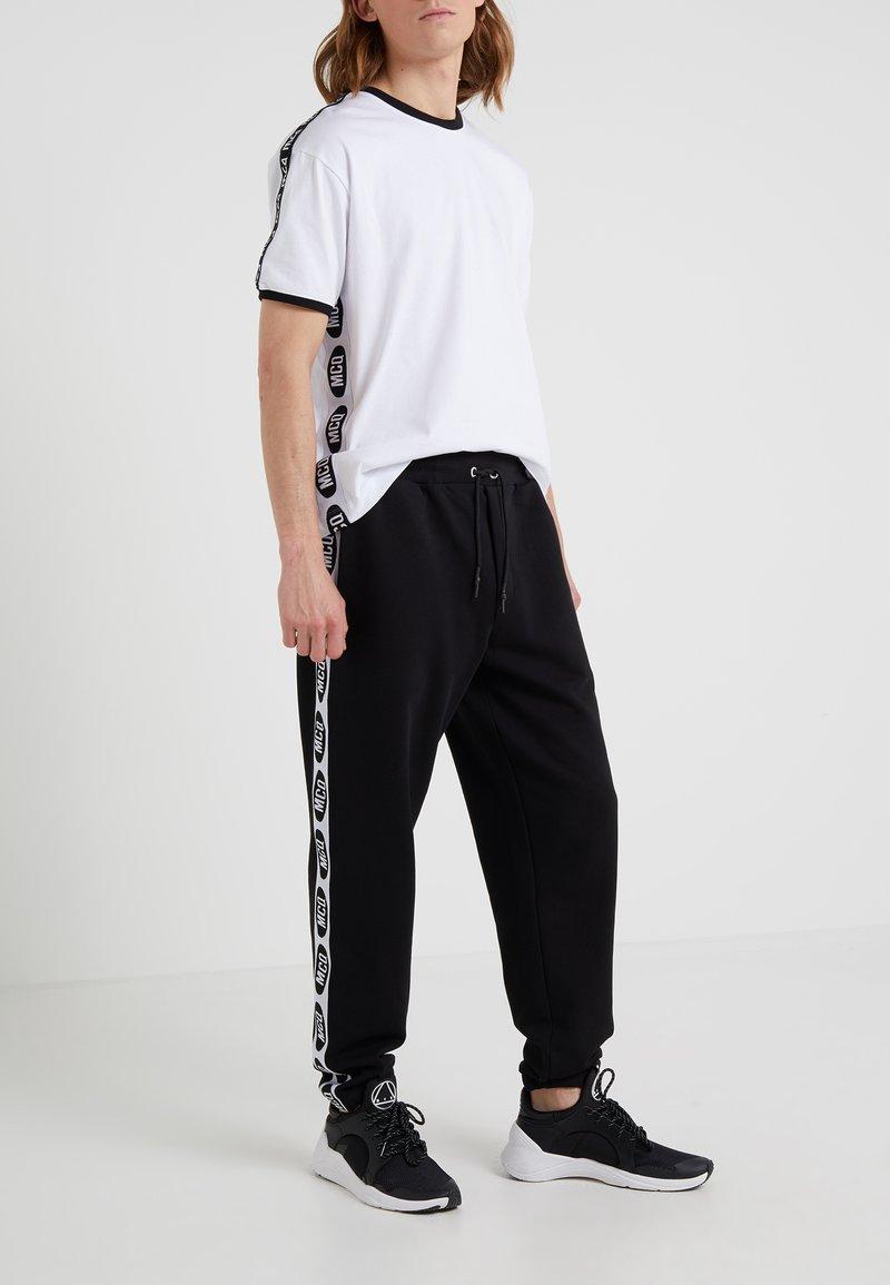 McQ Alexander McQueen - DART  - Spodnie treningowe - darkest black