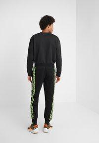 McQ Alexander McQueen - DART  - Jogginghose - darkest black - 2