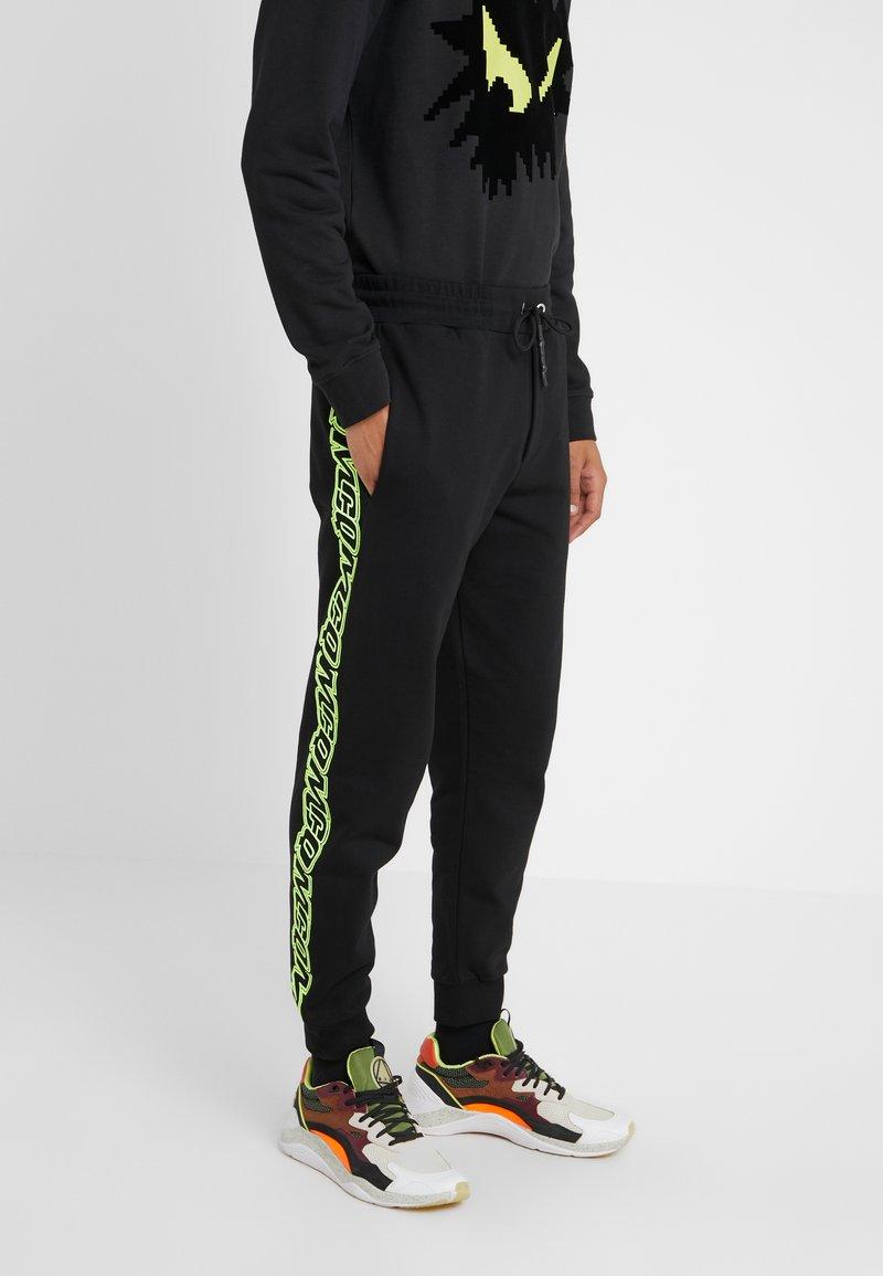 McQ Alexander McQueen - DART  - Pantalon de survêtement - darkest black