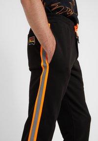 McQ Alexander McQueen - DART  - Jogginghose - darkest black - 3