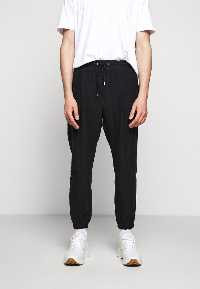 TAILORED TRACKPANT 2 - Verryttelyhousut - graphite