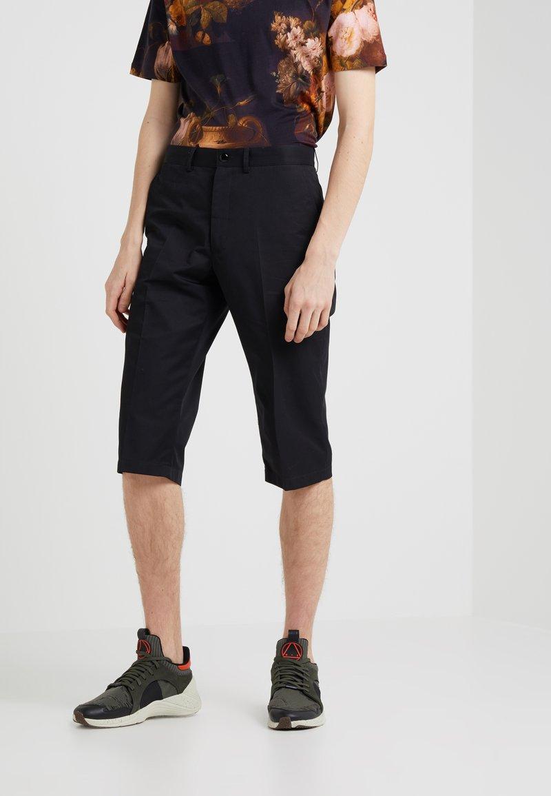 McQ Alexander McQueen - SKATER SHORTS - Shorts - darkest black