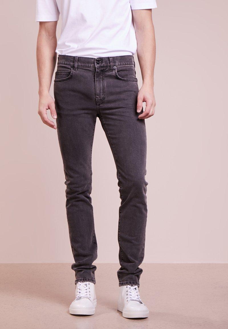 McQ Alexander McQueen - STRUMMER - Jeans Slim Fit - grey