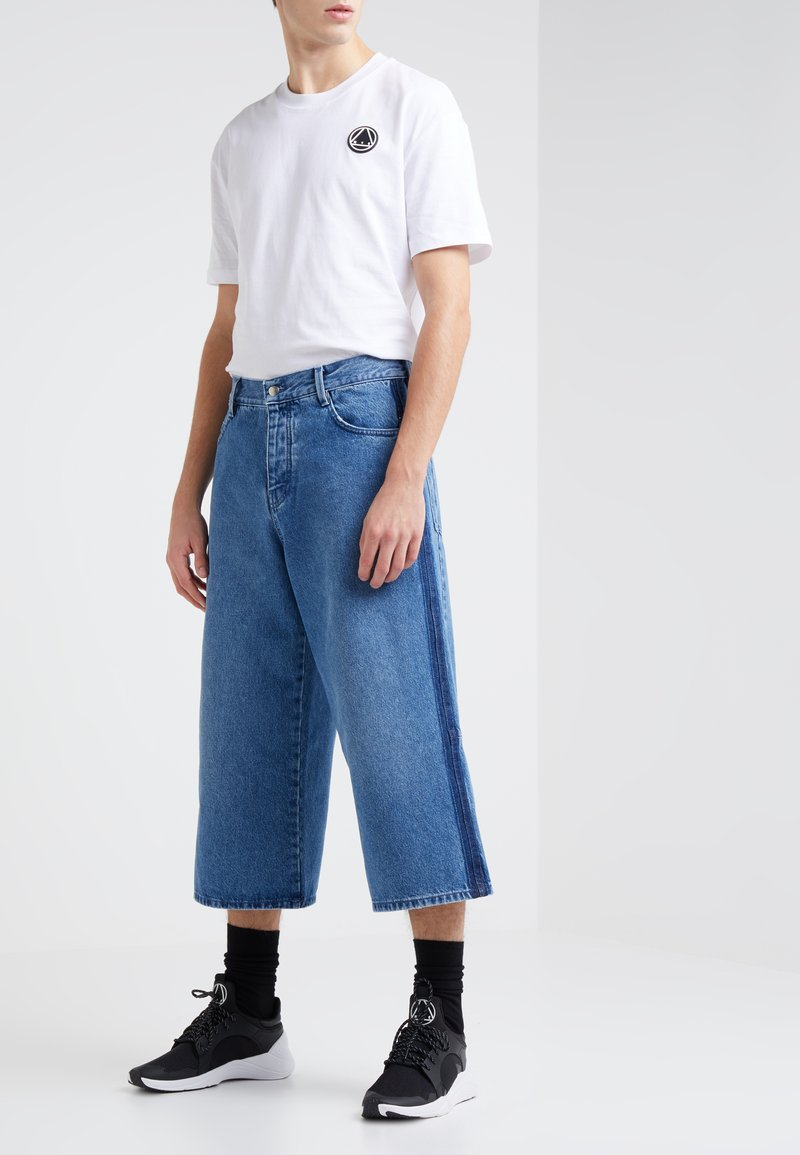 McQ Alexander McQueen - ALVAR - Jeans Relaxed Fit - distressed blue