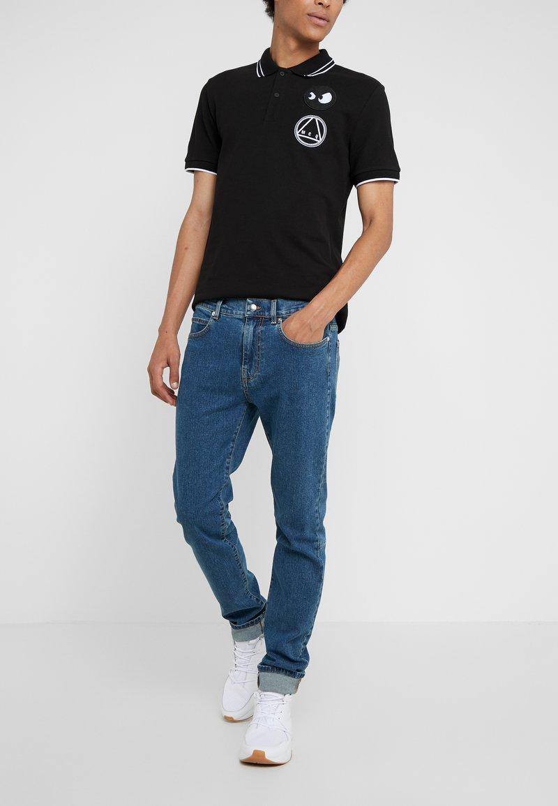 McQ Alexander McQueen - MISMATCHED STRUMMER - Jeans slim fit - indaco
