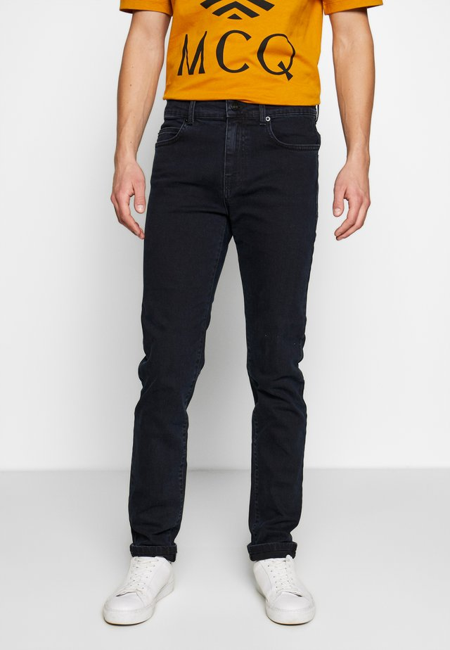 MISMATCHED STRUMMER - Slim fit -farkut - dark ink