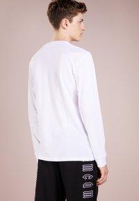 McQ Alexander McQueen - CREW TEE - Longsleeve - optic white - 2