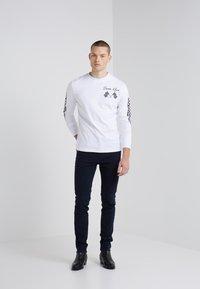 McQ Alexander McQueen - CREW TEE - Longsleeve - optic white - 1