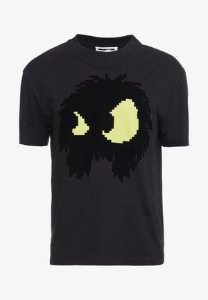 DROPPED SHOULDER TEE - Triko spotiskem - black/yellow