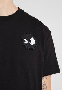 McQ Alexander McQueen - DROPPED SHOULDER TEE - T-shirt basic - black - 5