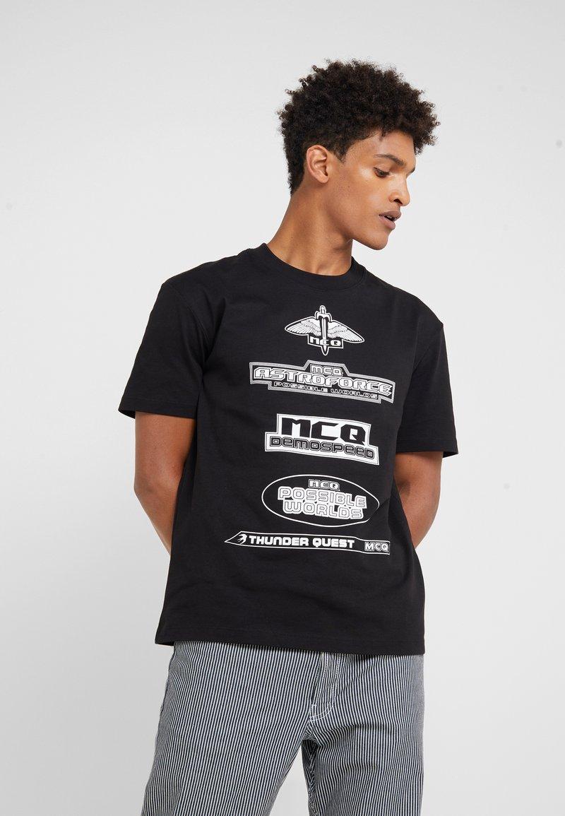 McQ Alexander McQueen - DROPPED SHOULDER TEE - Print T-shirt - darkest black