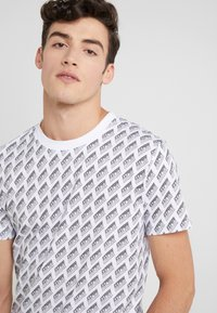 McQ Alexander McQueen - CREW NECK - Print T-shirt - optic white