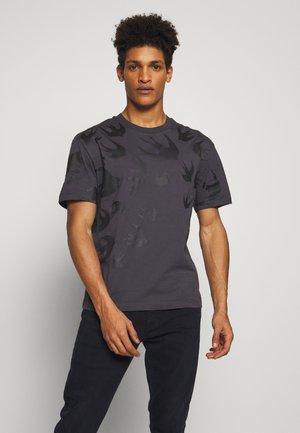 OMBRE SWALLOWDROPPED  - T-Shirt print - black/ash