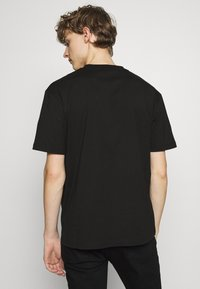McQ Alexander McQueen - MONSTER DROPPED SHOULDER - T-Shirt print - black - 3