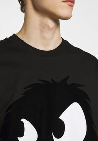 McQ Alexander McQueen - MONSTER DROPPED SHOULDER - T-Shirt print - black - 5
