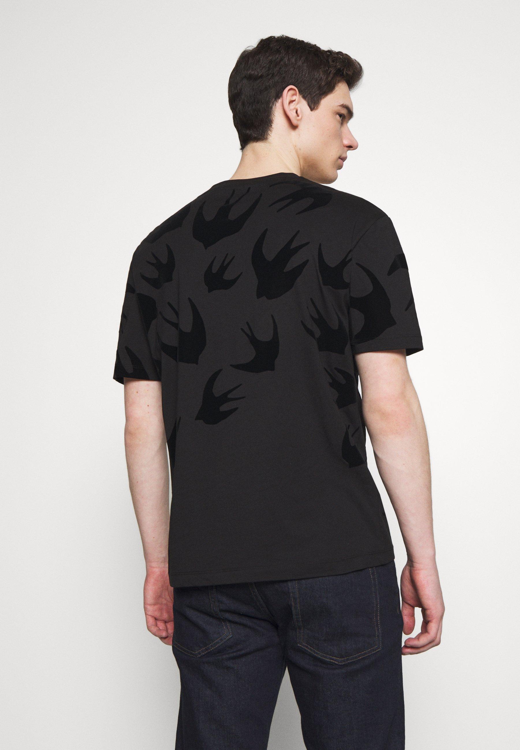 McQ Alexander McQueen SWALLOW DROPPED SHOULDER - T-shirt z nadrukiem - darkest black