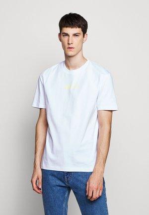 DROPPED SHOULDER  - T-shirts print - white