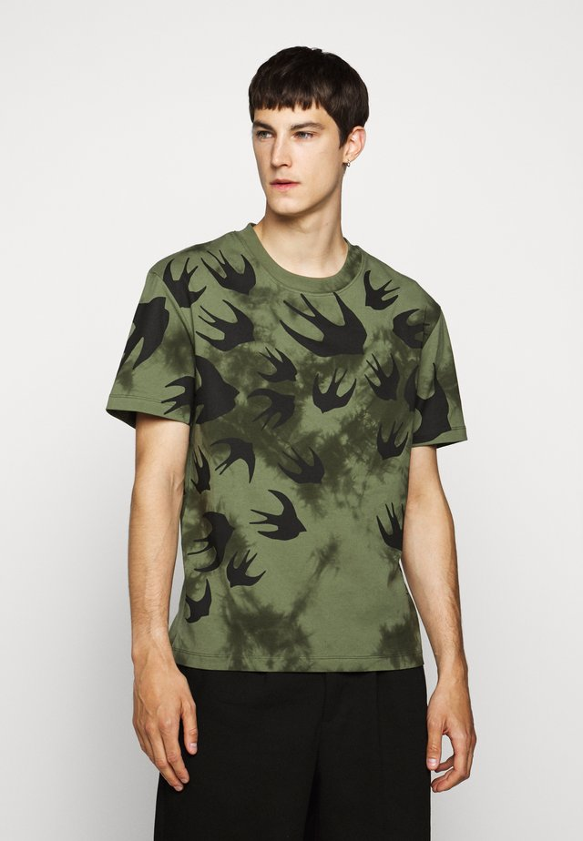 DROPPED SHOULDER - T-shirt med print - military khaki