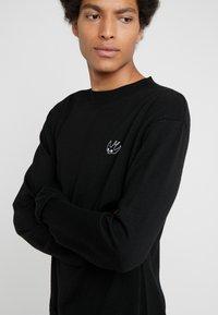 McQ Alexander McQueen - BASIC SWALLOW CREW - Strickpullover - darkest black - 4